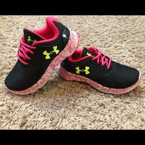 Girls Under Armour shoes size 12K